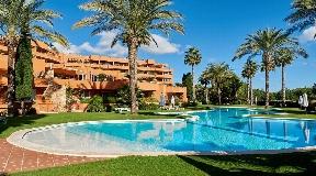 Amazing ground floor apartment with huge garden in Roca Llisa for sale