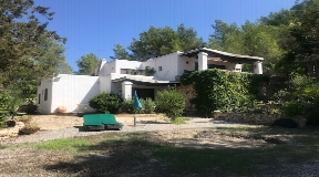 Finca with very well located for sale near Can Furnet with large garden