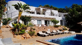 Villa for sale with rental license close to Ibiza Town
