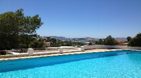 Finca for sale with high ceilings in Ibiza with sea views