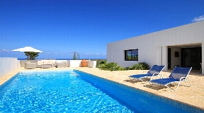 Nice renovated villa with spectacular sea views for sale