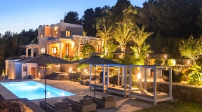Nice mediterranean style villa for sale with stunning panoramic views