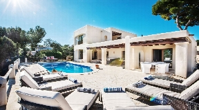Wonderful renew townhouse close to Cala Bassa for sale