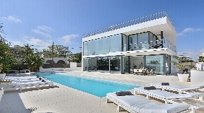 Nice minimalist style villa near to Ibiza with rental license for sale