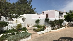 Authentic villa with beautiful surroundings of Benimussa for sale