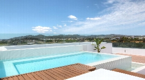 Superb penthouse for sale with private pool situated close to the beach