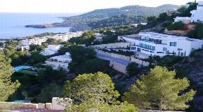 Modern villa for sale with fantastic sea view in Roca Llisa