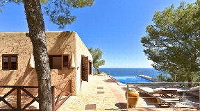 Glorious property on a cliff with the best views for sale
