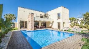 Wonderful villa for sale near to the Port des Torrent Beach