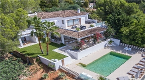 Nice exclusive villa situated in Can Furnet with amazing views for sale