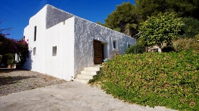 Rural villa with extensive land in Santa Gertrudis for sale