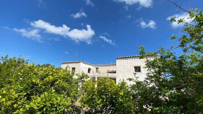 Old finca for sale with ocean views near to the beach