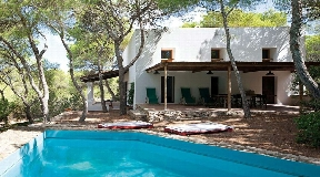 Beautifully renovated villa for sale in Formentera with nice sea views