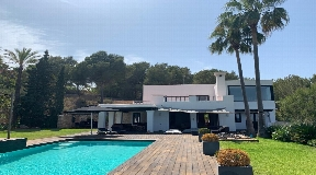 Superb luxurious villa with large living space and amazing views for sale