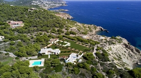 Blakstad Design front line villa for sale near to the beach with private beach