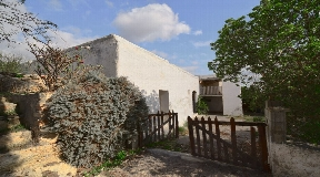 Farmhouse for sale nestled in unspoilt nature close to San Lorenzo