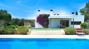 Spectacular finca near Santa Gerdrudis for sale with a tourist license