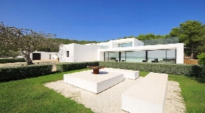 Very well situated villa with nice sea views near to Ibiza for sale