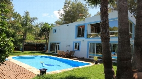 Spacious villa located in an acquired area from Can Furnet for sale