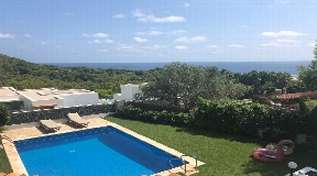 Villa in Cap Martinet with views and possibility of extension for sale