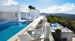 Very large villa in a convenient mountain location with a panoramic view of Can Furnet