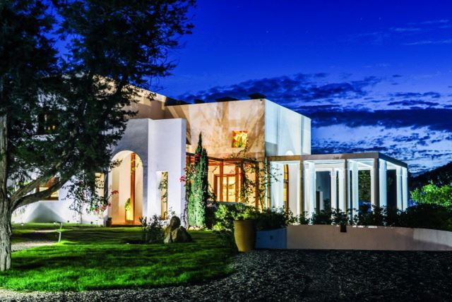 Luxurious Villa of 650 m2 situated near to the village of San Carlos