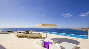 Prime villa for sale with direct sea access in San Jose