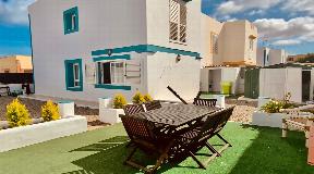 Wonderful semi-detached villa in quiet area 300 metres from the sea