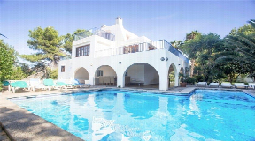 Amazing villa with tourist licence and fabulous rental income for sale