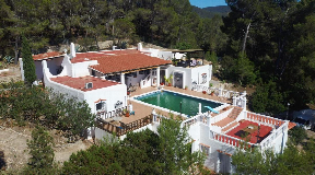 Nice finca in the mountains of Benimussa with wonderful sea views