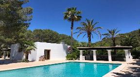 Nice family villa in Santa Gertrudis for sale