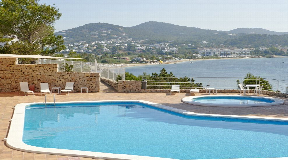 3 bedroom apartment with views to Talamanca beach for sale
