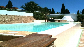Cosy villa with restaurant permit first line to the golf course in Roca Llisa for sale