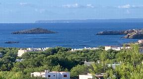 Nice villa with sea view in Cala Llenya