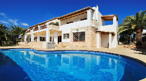 Wonderful villa with a main villa and two independent apartments near to Ibiza town